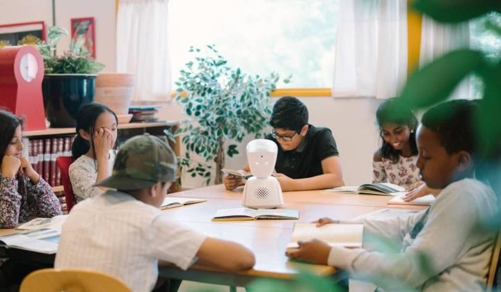 De ogen, oren en stem van het kind in het klaslokaal