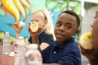Rustmomentje inbouwen tijdens het fruit eten